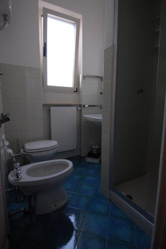 A bathroom at Nughe 'e' Oro Guesthouse