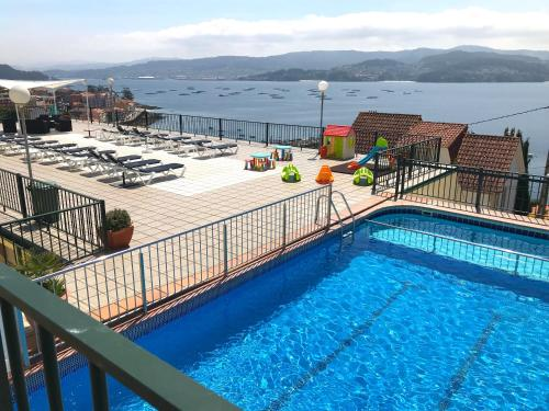 Vista de la piscina de Apartamentos Park Raxo o alrededores