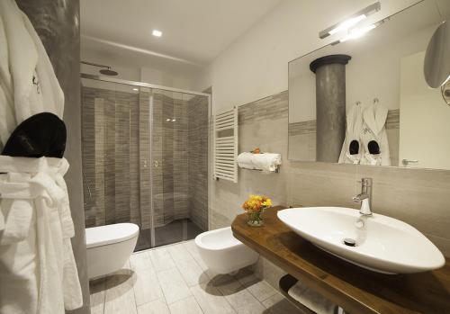 A bathroom at Hotel Tigullio Et De Milan