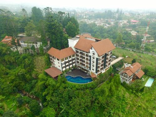 A bird's-eye view of The Grand Hill Resort-Hotel