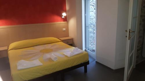 A bed or beds in a room at Hotel La Zorza