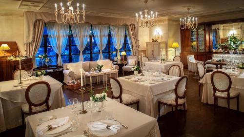 A restaurant or other place to eat at Hotel Kendov Dvorec