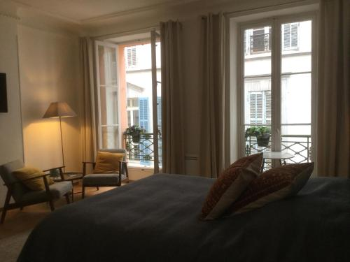A bed or beds in a room at 10 rue Chevalier Roze