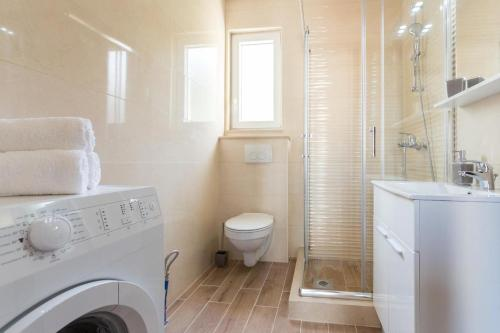 A bathroom at Apartments with a parking space Mlini, Dubrovnik - 15520