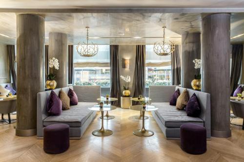 Ein Sitzbereich in der Unterkunft Rosa Grand Milano - Starhotels Collezione