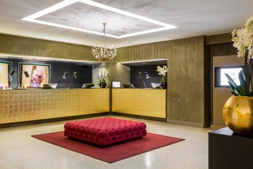 Lobby/Rezeption in der Unterkunft Rosa Grand Milano - Starhotels Collezione