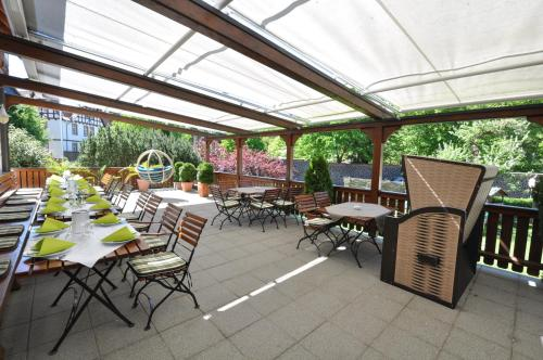 Ein Restaurant oder anderes Speiselokal in der Unterkunft Hotel Zum Stern