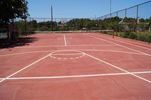 Εγκαταστάσεις για τένις ή/και σκουός στο Brati - Arcoudi Hotel ή εκεί κοντά