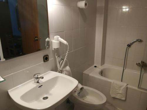 Salle de bains dans l'établissement Hotel Xabier