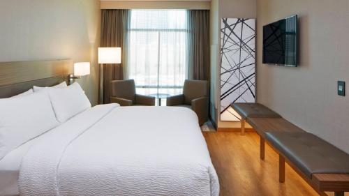 A bed or beds in a room at AC Hotel by Marriott Atlanta Buckhead at Phipps Plaza