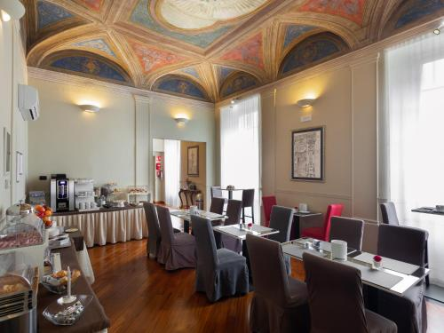 A restaurant or other place to eat at Hotel Nuovo Nord