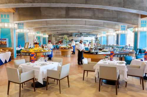 Een restaurant of ander eetgelegenheid bij MUR Faro Jandia Fuerteventura & Spa