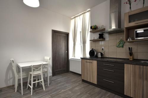 Küche/Küchenzeile in der Unterkunft TopApartmany Lesni