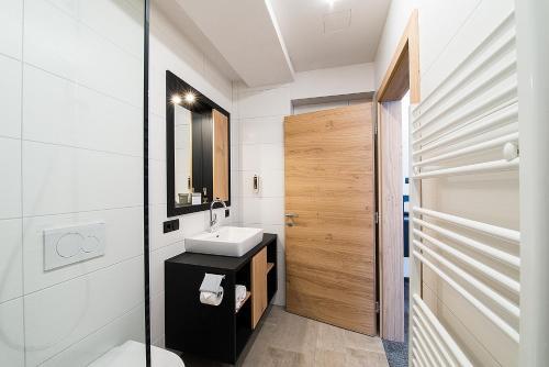 Ein Badezimmer in der Unterkunft Arthur's Hotel am Achensee
