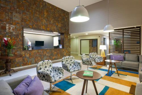 Uma área de estar em Matiz Multi Suites