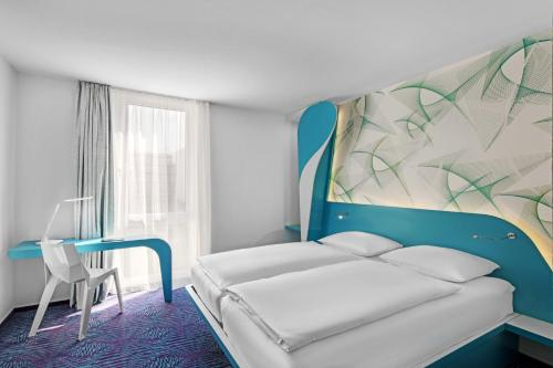 A bed or beds in a room at prizeotel Hamburg-St.Pauli