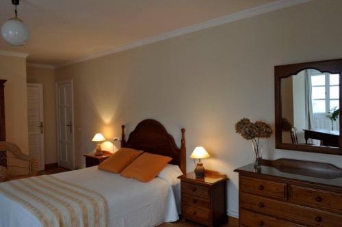 Una cama o camas en una habitación de Albergue Pensión Cantábrico Fonsagrada