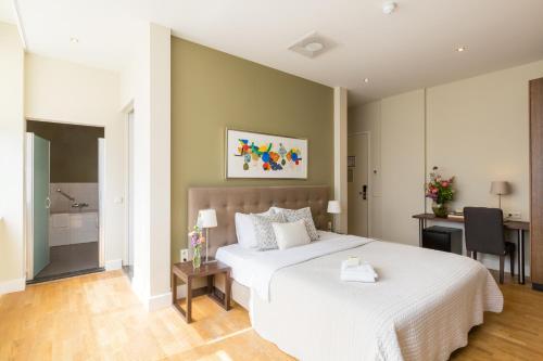 Een bed of bedden in een kamer bij Boutique Hotel Lumiere