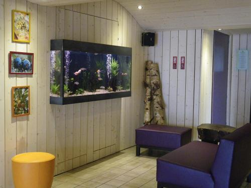 A seating area at Hotel De La Route Verte