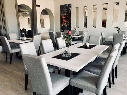 Restauracja lub miejsce do jedzenia w obiekcie Hotel Pod Jeleniem