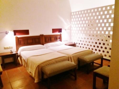 A bed or beds in a room at Parador de Ceuta