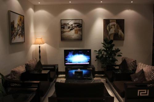 Uma área de estar em Ray Kady Hotel Apartment 1