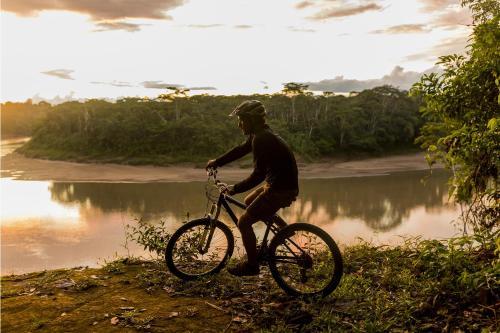 Biking at or in the surroundings of Refugio Amazonas Lodge