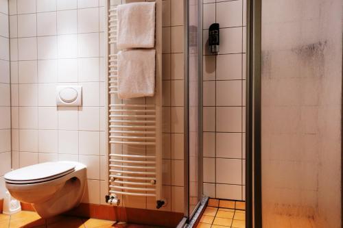 A bathroom at Euro Youth Hotel Munich