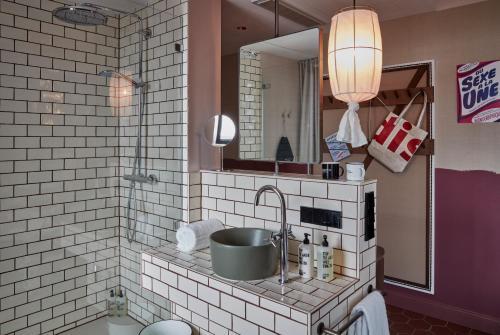 A bathroom at 25hours Hotel Das Tour