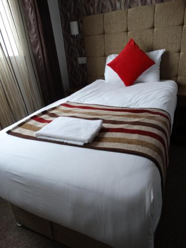A bed or beds in a room at Trivelles Mayfair