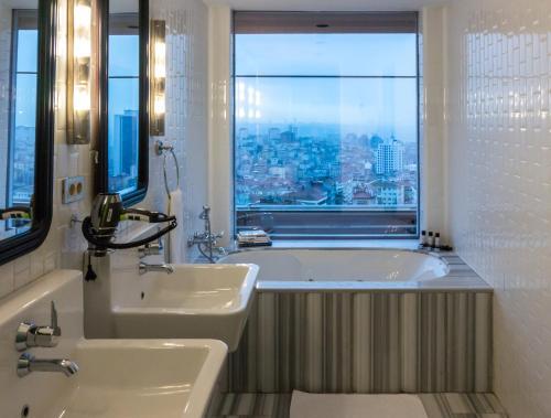 حمام في فندق مرمرة شيشلي