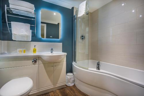 A bathroom at The Golden Lion Hotel, St Ives, Cambridgeshire