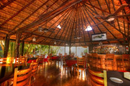 Un restaurante o sitio para comer en Aventura Mexicana Hotel