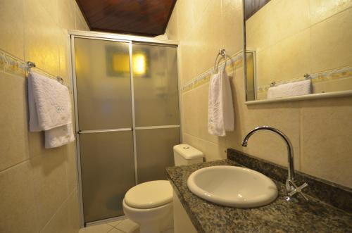 Um banheiro em Residencial Costa Mar