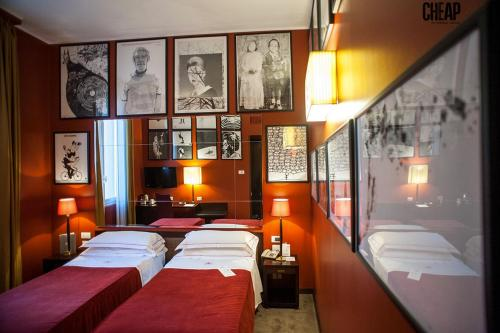 """A bed or beds in a room at PHI HOTEL BOLOGNA """"Al Cappello Rosso"""""""