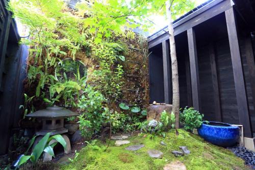 A garden outside Usaginonedoko