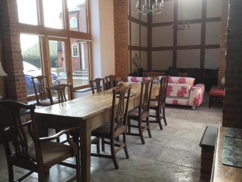 A restaurant or other place to eat at Alne Park