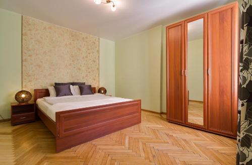 Кровать или кровати в номере Apartment On Nikolskaya Plochad