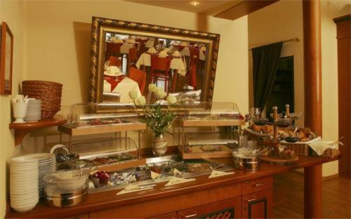 A restaurant or other place to eat at Hotel Schweizer Hof - Superior