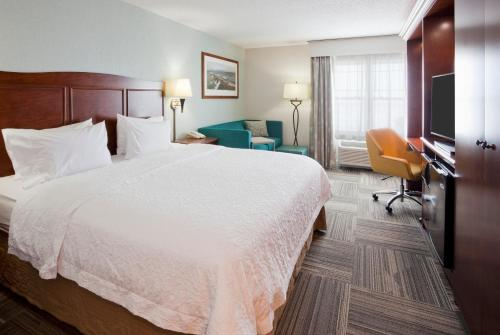 A bed or beds in a room at Hampton Inn Duluth-Canal Park