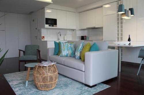 A seating area at Cascais Avenida Apartment