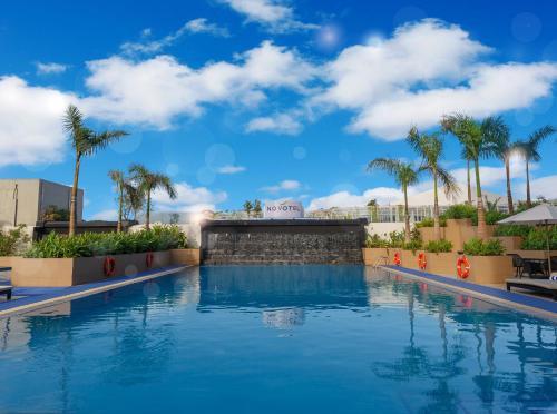 The swimming pool at or near Novotel Manila Araneta City Hotel
