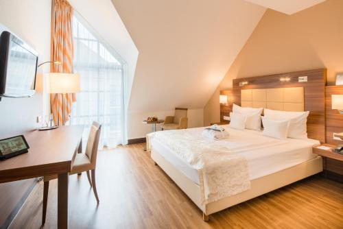 A bed or beds in a room at Best Western Plus Hotel Am Schlossberg