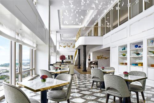 A restaurant or other place to eat at The Langham, Shenzhen