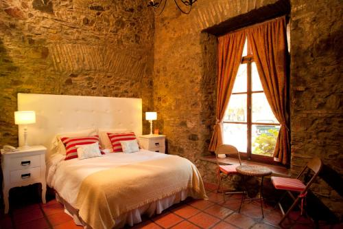 A bed or beds in a room at Hotel La Mision