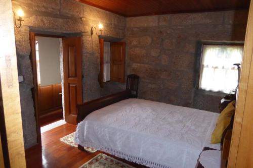 A bed or beds in a room at Casa do Rio