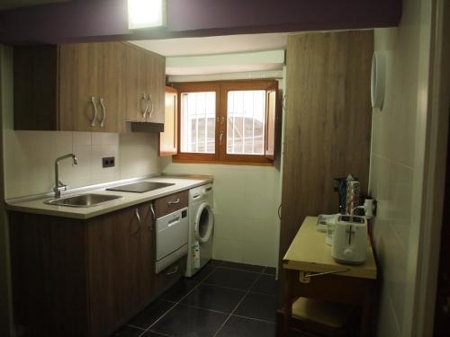A kitchen or kitchenette at Minaya