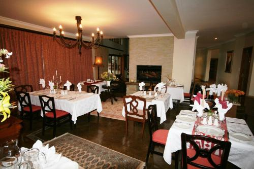 A restaurant or other place to eat at Inkungu Lodge