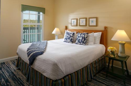 A bed or beds in a room at Hyatt Residence Club Key West, Beach House