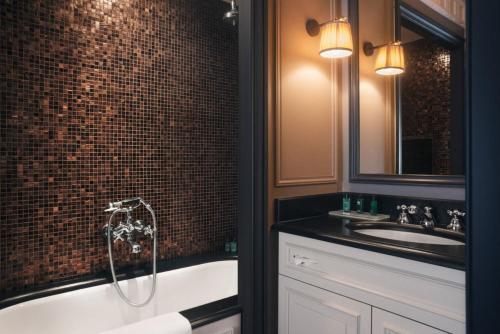 A bathroom at Maison Athénée
